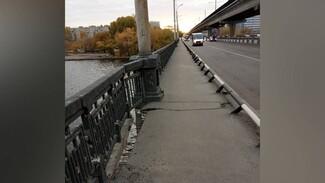 В Воронеже разрушилась пешеходная часть Северного моста