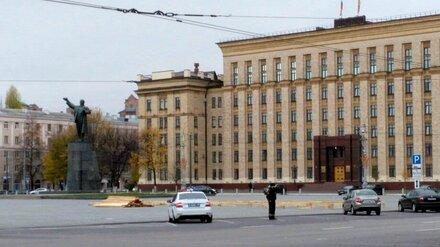 На площади Ленина в Воронеже началась подготовка к установке катка