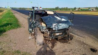 Водитель иномарки погиб в ДТП с двумя легковушками под Воронежем
