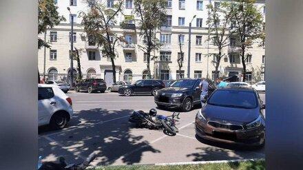 Массовое ДТП с мотоциклом и 3 машинами случилось у воронежского правительства