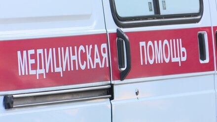 В воронежском селе иномарка с пьяным водителем влетела в столб и опрокинулась
