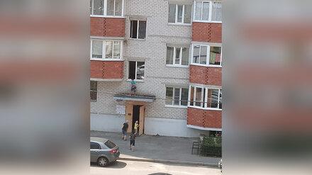 В Воронеже дети устроили опасные прыжки по козырькам подъездов
