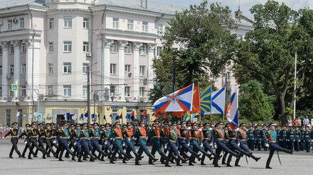 В центре Воронежа прошла церемония выпуска курсантов Военно-воздушной академии