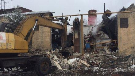 В Воронеже при обрушении 20-метровой трубы пострадала женщина