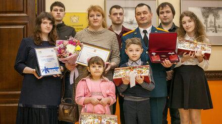 Семья военного из Нововоронежа получила орден за воспитание 7 детей