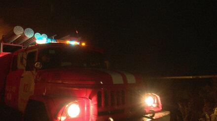 В Воронеже ночной пожар полностью уничтожил легковушку