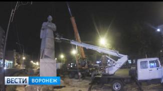 13-часовой переезд памятника Алексею Кольцову – за одну минуту
