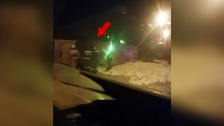 Появилось видео с перевернувшейся фурой с кирпичами на дороге в Воронеже