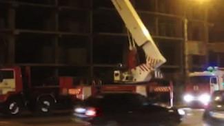 В Воронеже огнеборцы почти час ждали отключения света, чтобы потушить пожар
