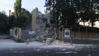 Воронежцы: в центре города при сносе «дома-убийцы» пострадал автомобиль