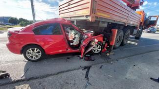 Один человек погиб и трое пострадали в ДТП с грузовиком под Воронежем