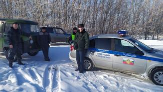 В Воронежской области спасли застрявшую в мороз на заснеженной дороге семью пенсионеров