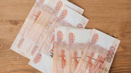 В воронежском райцентре женщина в надежде спасти сына дала полицейскому 200 тысяч
