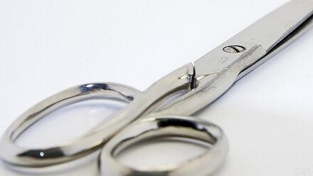 В Воронеже разъярённый мужчина воткнул ножницы в приятеля