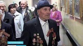 Ветеранов в Бутурлиновском районе пригласили на выставку картин