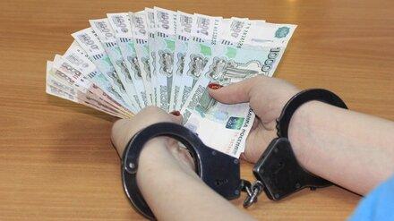 Мошенник отобрал у воронежцев квартиры на 17 млн