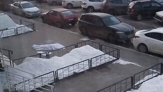 Под окнами воронежской многоэтажки нашли тело девушки