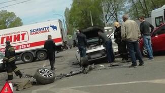 В массовом ДТП в Воронеже 1 человек погиб и ещё 4 пострадали