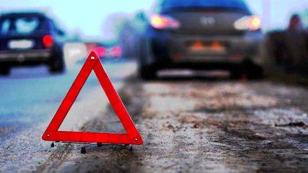В Воронеже легковушка влетела в столб: два человека погибли, ещё двое ранены