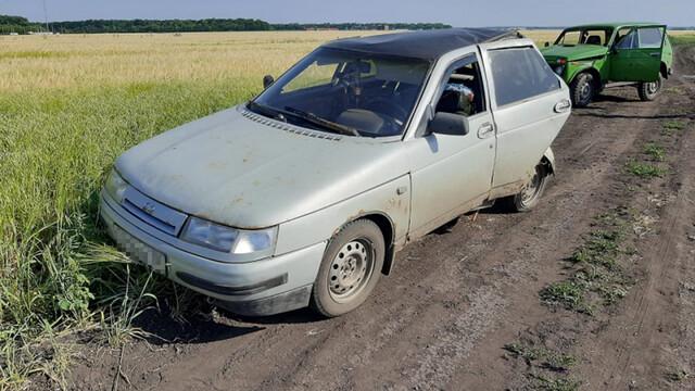 Воронежец на «Ниве» влетел в припаркованную машину: пострадали девочки 5 и 12 лет