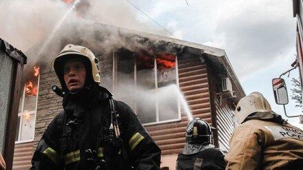Загоревшийся авторский отель в Воронеже удалось потушить спустя 3 часа
