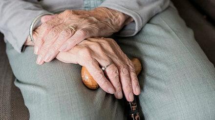 В Воронежской области лжесоцработница украла деньги из-под матраса 92-летней старушки