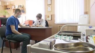 Воронежские пожарные привились от коронавируса на работе