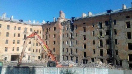 На главной площади Воронежа начали сносить «дом-убийцу»