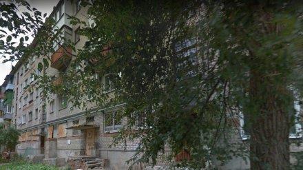 В Воронеже 90-летний дедушка разбился, упав с балкона во время поливки цветов