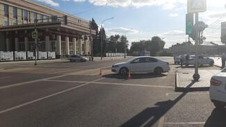 Пьяный воронежец на иномарке устроил дрифт возле ВГУ: 1 человек в больнице