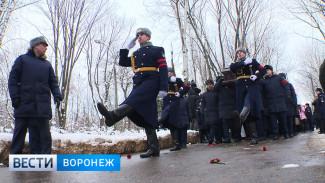 «Не могли не прийти». Воронежцы проводили в последний путь погибшего в Сирии лётчика