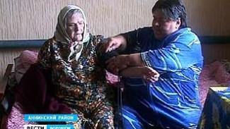 Одна из семей Аннинского района взяла на попечение одиноких пенсионеров