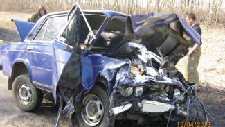 При столкновении двух «ВАЗов» на трассе в Воронежской области погибли три человека