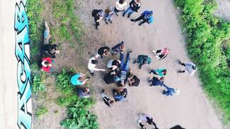 В Воронежской области подросток сорвался с железнодорожного моста