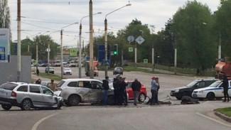 В полиции рассказали детали массового ДТП с погибшей и 4 ранеными на перекрёстке в Воронеже