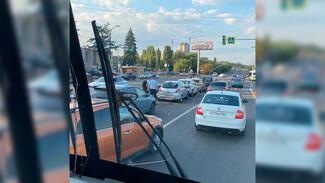 В центре Воронежа пять машин столкнулись «паровозиком»
