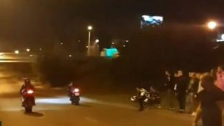 На окружной дороге в Воронеже автомобилисты и мотоциклисты устроили стритрейсинг