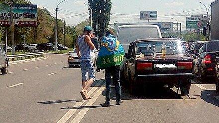 Очевидцы: попавшие в ДТП воронежские десантники отметили день ВДВ на багажнике авто