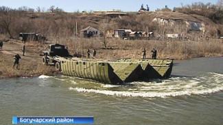 Воронежские военные инженеры показали, как оперативно могут возводить мосты