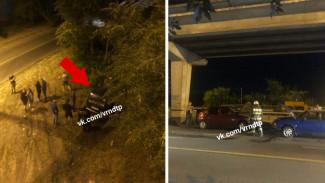 Очевидцы: воронежец на «Ниве» врезался в несколько машин и слетел с моста