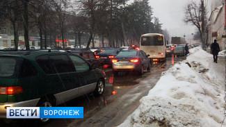 Снег на дорогах спровоцировал в Воронеже многокилометровые пробки