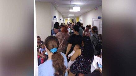 Воронежцы с детьми устроили давку из-за нехватки врачей в шиловской поликлинике