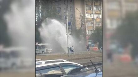 Прокуратуру заинтересовал забивший из-под земли гейзер у многоэтажки в Воронеже