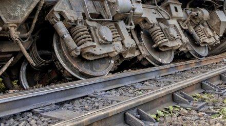 В Воронежской области вагоны грузового поезда сошли с рельсов