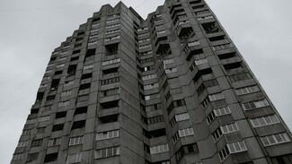 Под окнами многоэтажки в Воронеже нашли мёртвого мужчину