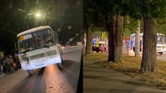 Воронежцы сообщили о массовом ДТП с участием маршрутки
