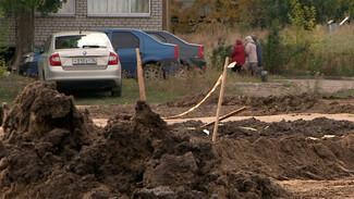 Улицу в воронежском микрорайоне завалили грязью после ремонта канализации