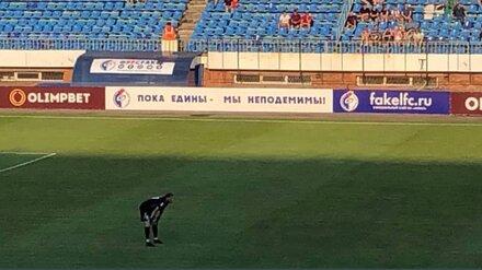 Баннер со смешной ошибкой повесили на первом в сезоне матче воронежского «Факела»