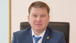 Власти помогут семье раненного при взрыве главы района под Воронежем
