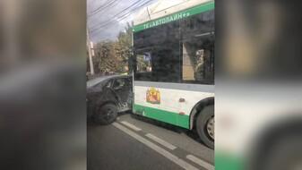 В Воронеже произошло очередное ДТП с маршруткой: на месте работают спасатели